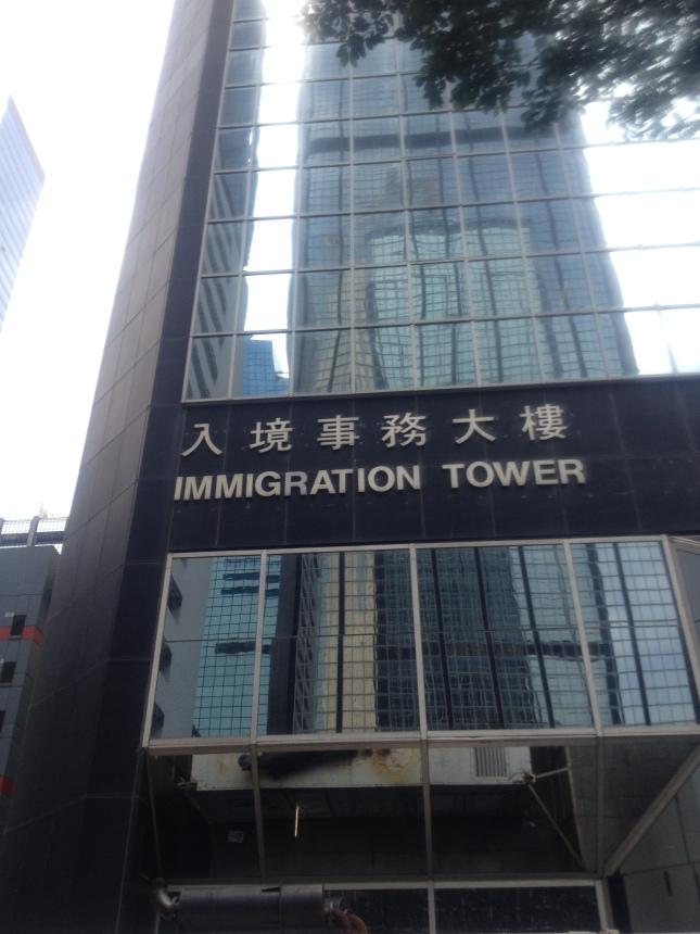 Wieza Biura Imigracyjnego, Wan Chai, Hong Kong. Wszystko sie odbywa na 8 pietrze.
